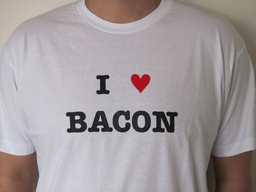 I Love (Heart) Bacon T-shirt - White Tee Shirt (Men's Medium)