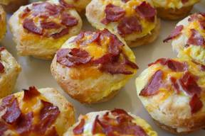 Bacon, Egg & Cheese Stuffed Biscuit Muffins!
