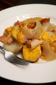 Slow Cooker Bacon & Cheddar Potatoes!