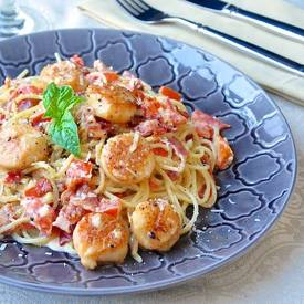 Creamy Garlic Scallop Bacon Spaghetti!