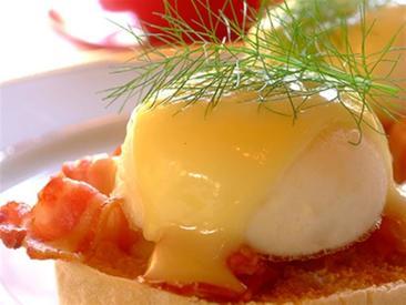 Easy Eggs Benedict W/ Bacon!