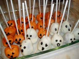 Ghost & Pumpkin Brownie Pops!