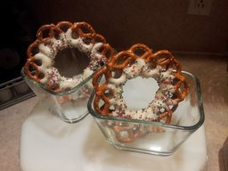 Chocolate Pretzel Wreaths!