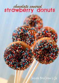 Chocolate Covered Strawberry Donut Pops!