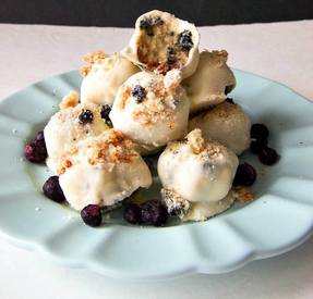 Blueberry Cheesecake White Chocolate Bites!