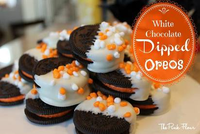 Fall Themed White Chocolate Dipped Oreos!