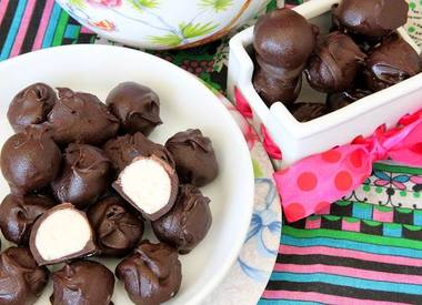 Vanilla Cake Batter Chocolate Truffles!