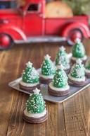 Chocolate Covered Strawberry Christmas Trees!
