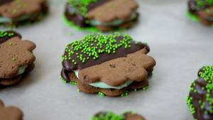 Mint Chocolate Cookie Sandwiches!