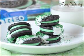 Chocolate Dipped Mint Oreos!