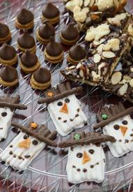 Almond Bark Pretzel Snowmen!