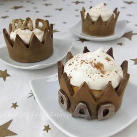 Crown Cupcake Wrappers For Father's Day!