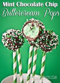 Mint Chocolate Chip Buttercream Pops!