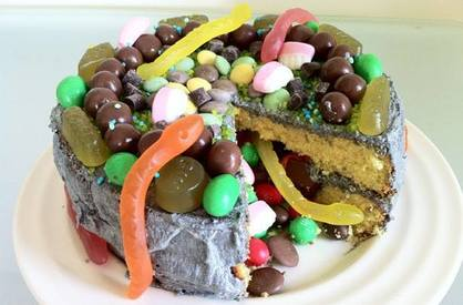Halloween Pinata Cake!