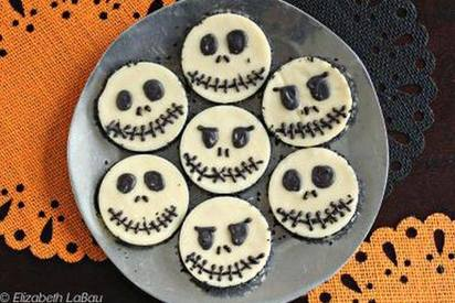 Skull White Chocolate Fudge Rounds!