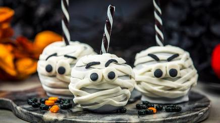 Mummy Candy Apples!