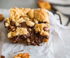 Salted Caramel Chocolate Chip Cookie Bars!