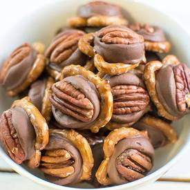 Pretzel Rolo Turtles! Love Easy Recipes?