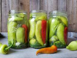 Quick & Easy Pickled Peppers!
