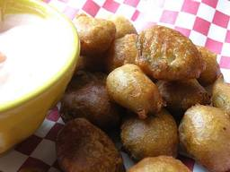 Deep Fried Pickles With Spicy Dipping Sauce!