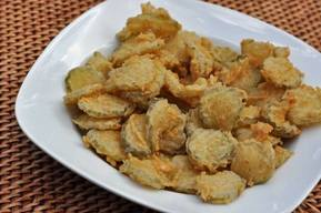 Copycat Hooters Fried Pickles!