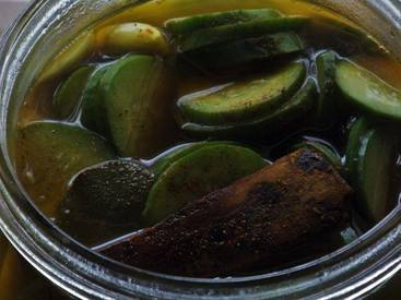 Quick And Simple Vinegar Pickles!